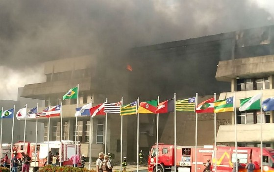 Incêndio destrói 3º andar da Assembléia Legislativa da Bahia