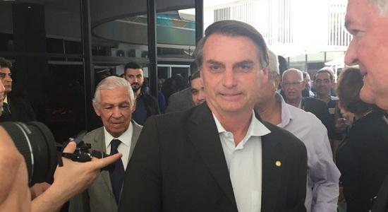 """Bolsonaro diz que PT tem """"carta no bolso"""" para libertar Lula"""