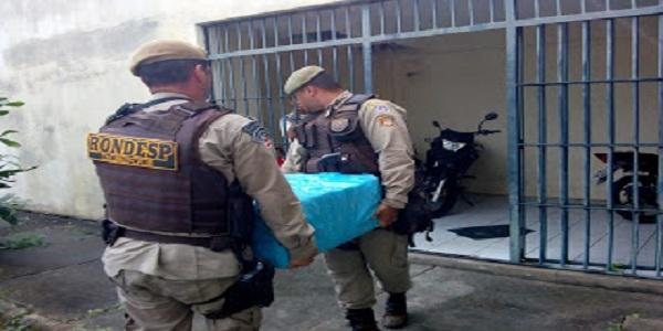 Veiculo abandona no bairro Capuchinhos estava com 300 quilos de maconha e uma pistola