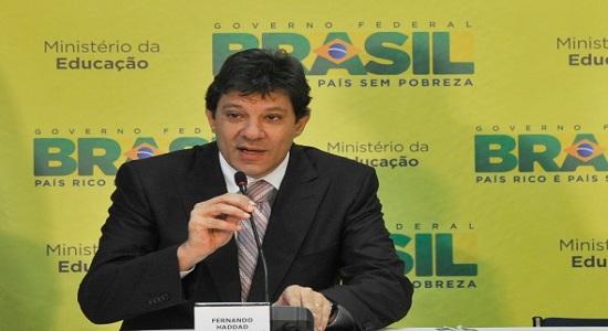 HADDAD AFIRMA QUE PROGRAMA DO PT VAI PROPOR TAXAR BANCOS E BARATEAR CRÉDITO