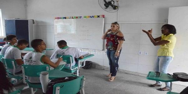 17 intérpretes da Língua Brasileira de Sinais convocados para a Rede Municipal