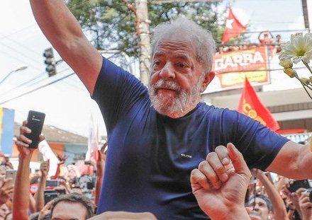 Lula lidera pesquisa mesmo estando preso