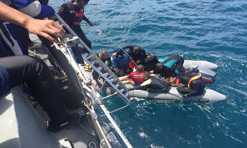 Resgate de corpos após naufrágio na Tailândia