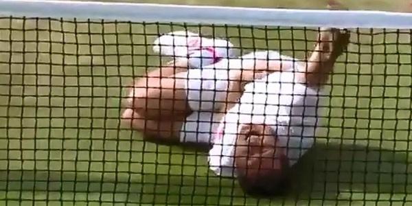 Jogador brasileiro é mais uma vez ridicularizado, tenista imita Neymar em Wimbledon,