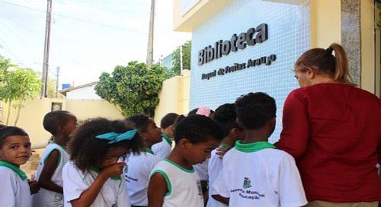 Biblioteca Municipal incentiva leitura para crianças nos distritos de Feira