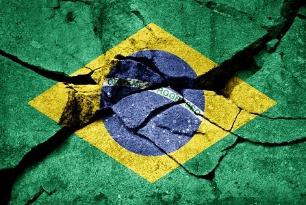 Estão desonrando e destruindo a moral e o amor próprio dos brasileiros