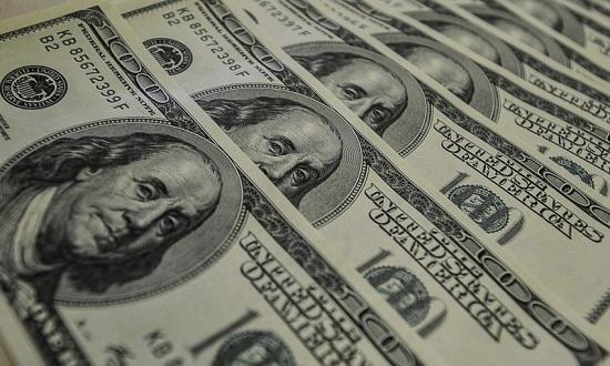 Dólar acumula alta de 4,8% na semana e fecha a R$ 4,10