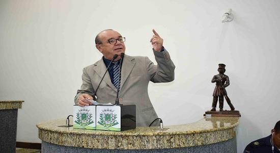 Quem ganha e quem perde com a permanência de Carneiro na presidência no legislativo feirense