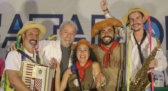 """Lula """"fecha"""" o Nordeste com acordo com o PSB"""