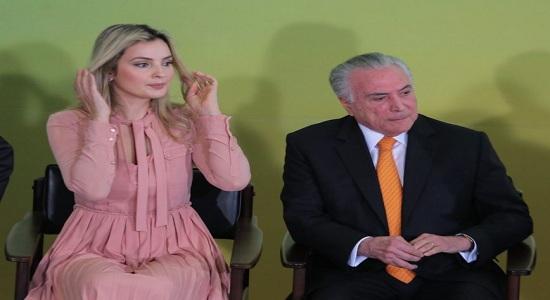 Em cerimônia, Temer elogia Marcela e dançarinas 'declaram' amor pelo governo