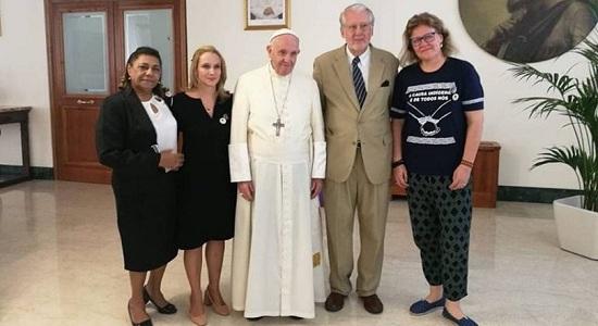 Papa Francisco recebe mãe de Marielle e defensores da liberdade de Lula