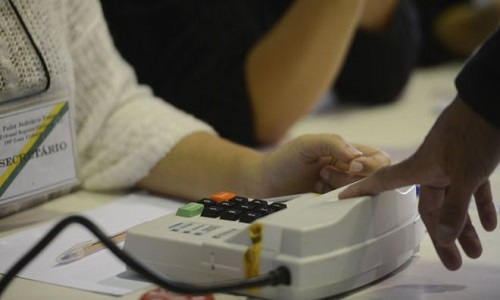 Os milhares de  eleitores que não cadastraram a biometria podem influenciar as eleições em 2018