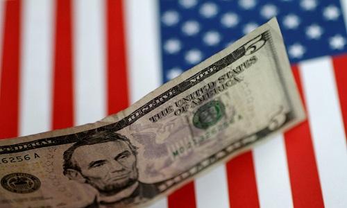 Com dólar em alta, cresce a procura de pessoas físicas por fundos cambiais