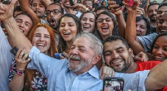O sonho utópico de Barroso: apagar Lula do imaginário popular por Chico Valente