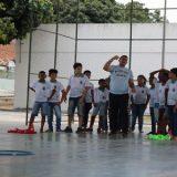 Uma escola que não tem  espaço para esportes utiliza praça do CEU na Cidade Nova