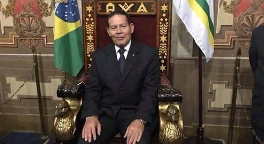 Mourão, vice de Bolsonaro, pede ajuda à maçonaria nas eleições