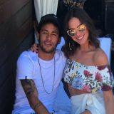 Bruna Marquezine admite rompimento com Neymar, mas não por motivação política