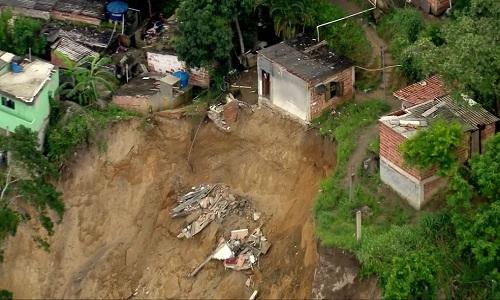 Deslizamento deixou  3 pessoas mortas em  Niterói, RJ