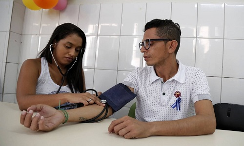 Ação em shopping de Salvador  oferece serviços de saúde gratuitos para homens