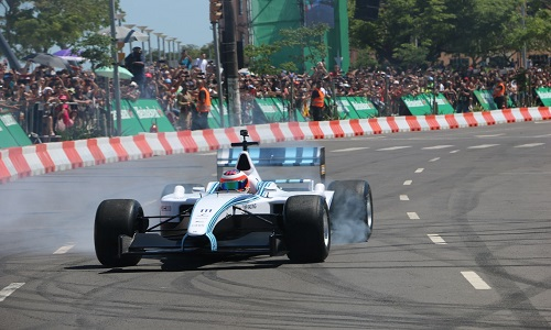 Barrichello superou  pane e matou saudade da F1