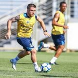 O corinthians se aproximou  da contratação do volante Ramiro, do Grêmio