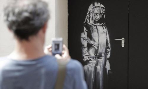 As obra de Banksy em homenagem às vítimas do Bataclan foi roubada