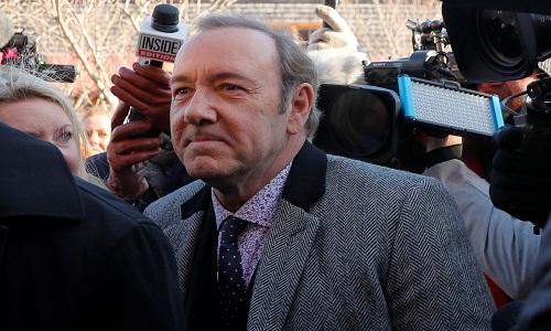 O ator Kevin Spacey compareceu  a audiência ele é acusado de agressão sexual