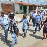 Foi  contemplada com obras de pavimentação a Vila Feliz em Tiquaruçu
