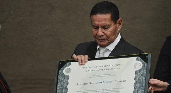 Núcleo de Bolsonaro quer enquadrar Mourão