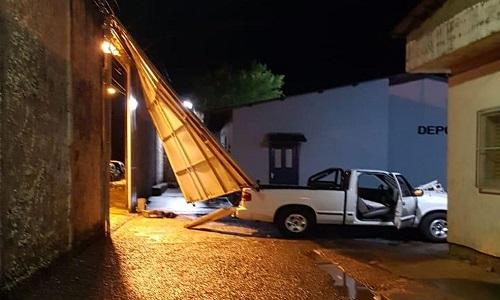 Ladrões arrombou portão  de presídio com uma caminhonete e 17 presos fogem