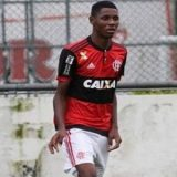 O Atleta  que foi ferido em incêndio do  Flamengo começou a caminha no hospital