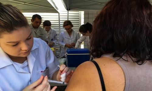 A OMS ampliou a  alerta da febre amarela no Brasil
