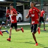 O São Paulo treinou  com os desfalques e aguarda proposta por Diego Souza