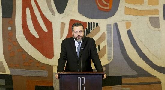 'O pior diplomata do mundo', diz revista americana sobre Ernesto Araújo