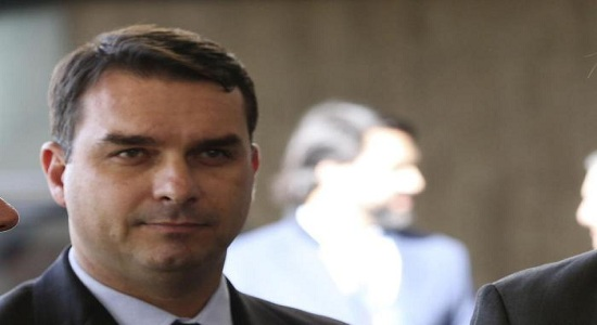 Jornal Nacional revela que Flávio Bolsonaro é investigado por corrupção