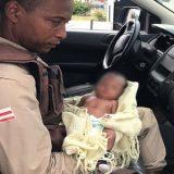 Um Recém-nascido foi  encontrado abandonado em uma rua em  Lauro de Freitas  na  Bahia