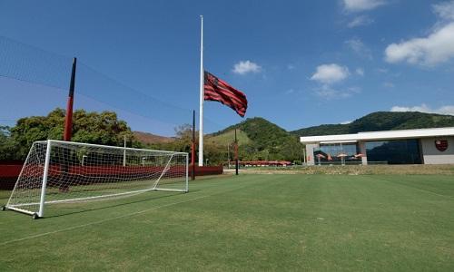O Flamengo de luto se reapresenta e realizou um treino fechado mirando semifinal