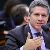 Paulo Teixeira pede apoio para criar a CPI das milícias