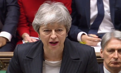 Theresa May pede adiamento do Brexit.