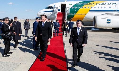 Bolsonaro critica 'defensores da tirania' e ataca 'antigo comunismo'.