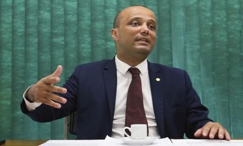 """Base está sendo construída"", diz deputado Major Vitor Hugo."
