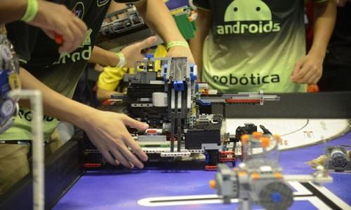 Competição de robótica atrai alunos de todo o país ao Rio.