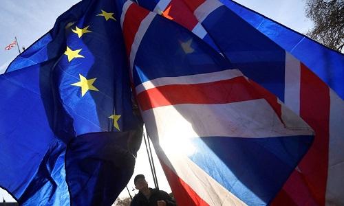Brexit faz empresas movimentarem 1 trilhão de euros  para a UE