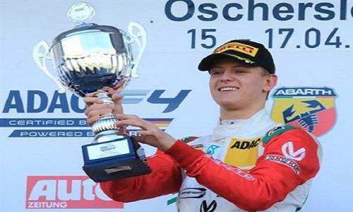 Filho de Schumacher pilotará Ferrari em testes no Bahrein