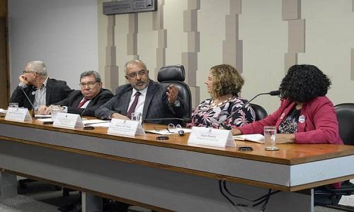 Trabalhadores da educação criticam pontos da PEC 6/2019