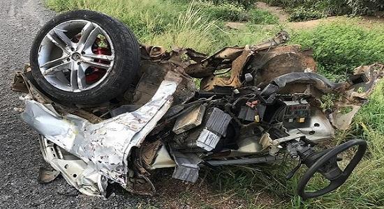 Grave acidente mata 3 pessoas na BA-242