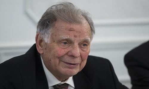 Co-vencedor do prêmio Nobel de Física em 2000, morre aos 84 anos.