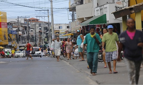 Homem e mulher foram mortos a tiros dentro de carro em Salvador.