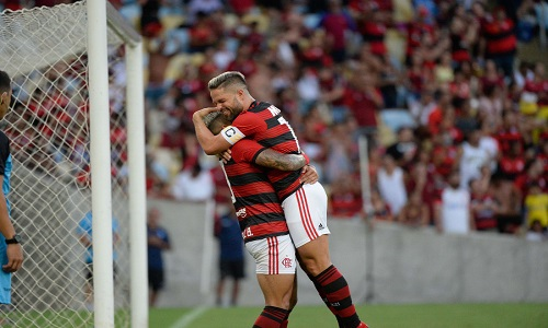 O Flamengo bate Portuguesa na Taça  por 3 a 1