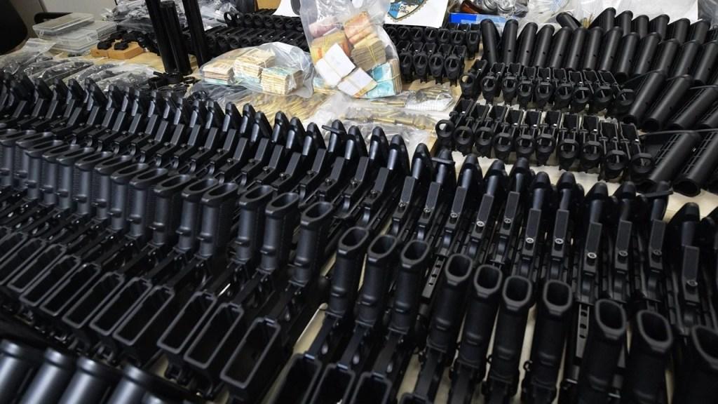 Polícia encontra 117 fuzis na casa do suposto assassino de Marielle